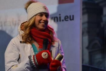 Ester Ledecká během 48 hodin získala v paralelním obřím slalomu stříbro i zlato