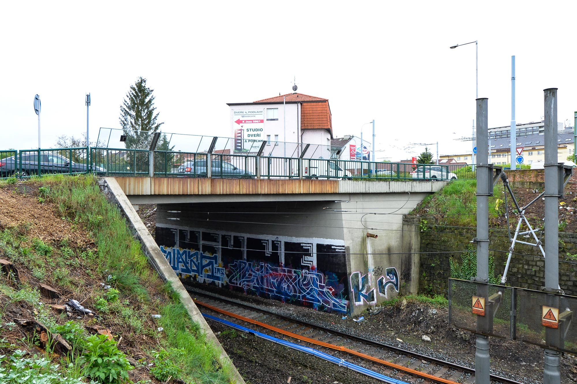 Most přes železniční trať v Lobezské ulici dostane nový kabát