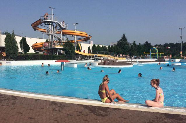 Do venkovního bazénu přišlo v Jihlavě zatím jenom 250 lidí